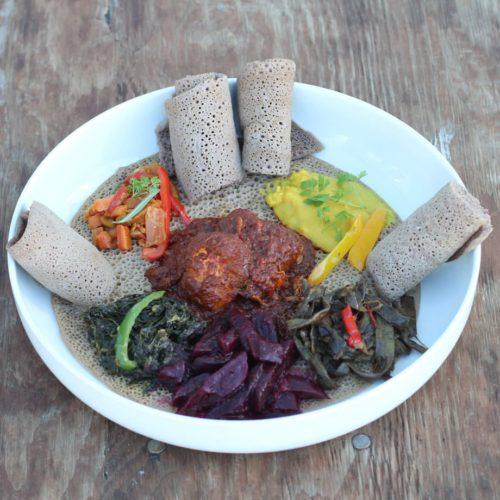 Fest-buffet Injera